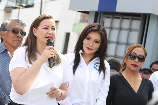 Ofrece Martha Erika a Consejo Taxista mejorar seguridad en Puebla