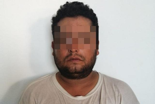 """Capturan a """"halcón"""" con droga en Venustiano Carranza"""