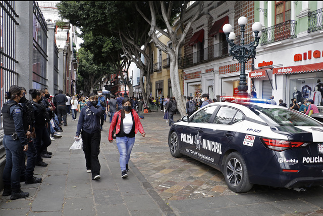 Con policías impiden ambulantaje en Centro Histórico de Puebla