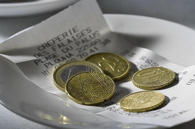 Restaurante mexicano pide más de mil pesos en propina a turistas