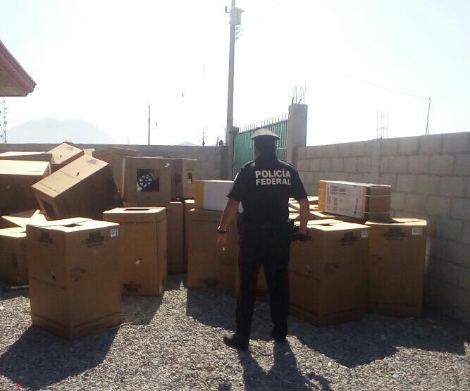 Hallan FGE y PF cargamento de lavadoras y refrigeradores en Oriental