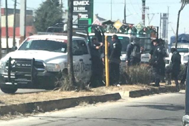 Recuperan camioneta robada con tanques de oxígeno en Amozoc