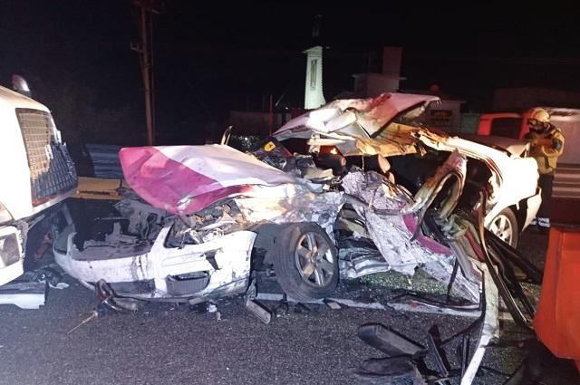 Chocan tráiler y 3 autos en la México-Puebla; hay 1 muerto