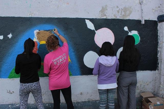 Contra vandalismo en Puebla, pintan murales artísticos
