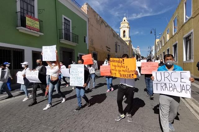 Dueños y personal de antros de Puebla exigen permiso para reabrir
