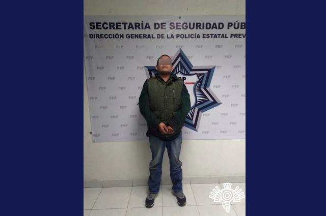 Detienen a 2 por intentar robar caja fuerte en gasolinera de Xilotzingo