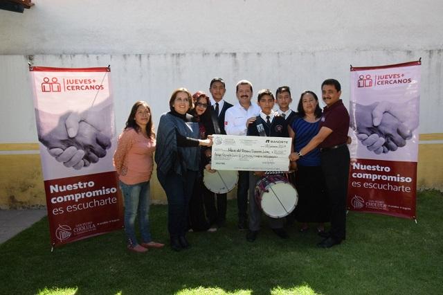 Entrega gobierno de San Pedro Cholula apoyo a carnavaleros
