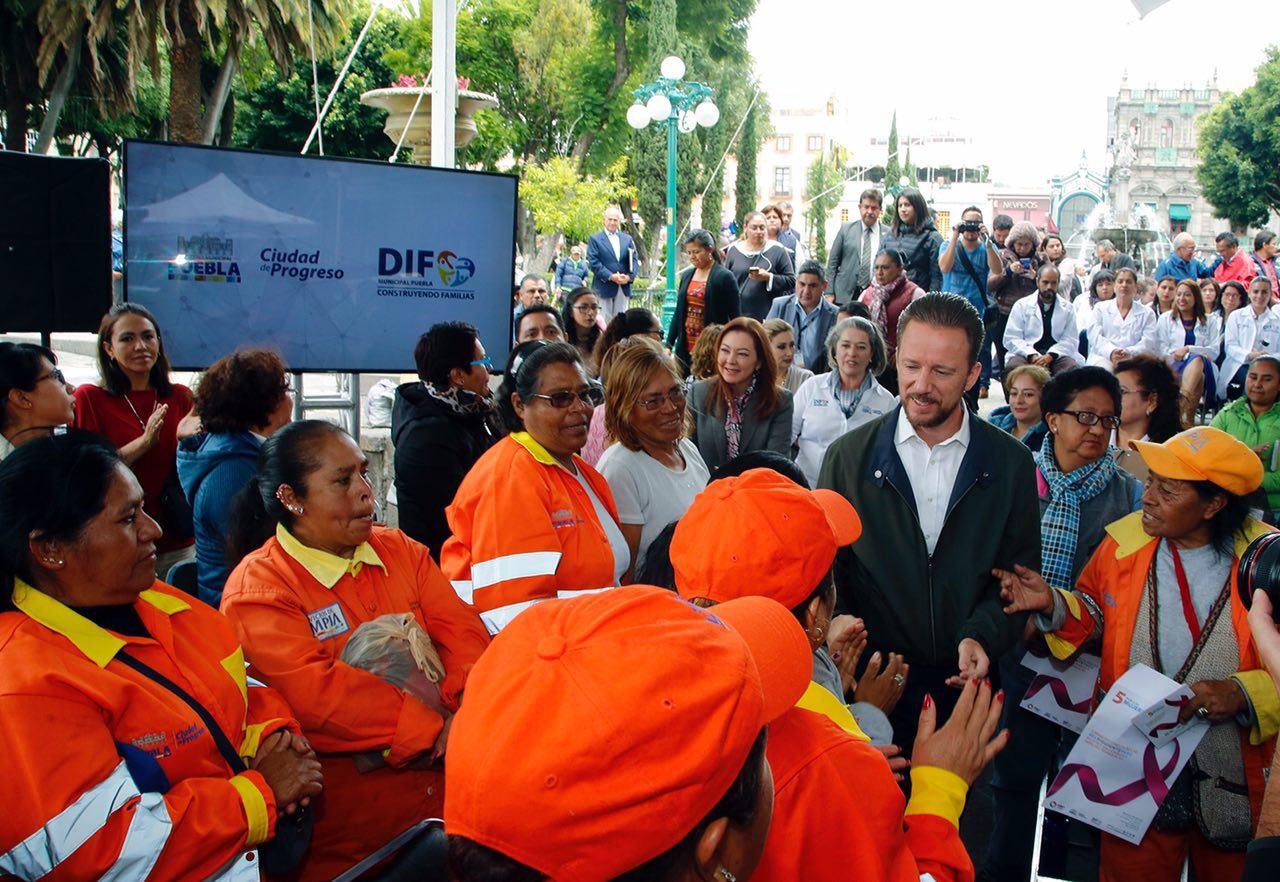 DIF municipal de Puebla pone en  servicio equipo de mastografía digital