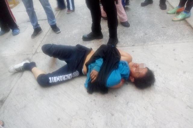 En San Bartolo golpean a dos por asaltar a estudiante