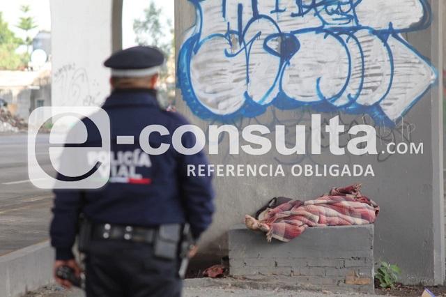Muere indigente en camellón de la autopista México-Puebla