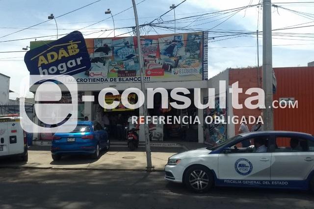 Ladrones golpean a empleada y se llevan un vehículo en Puebla