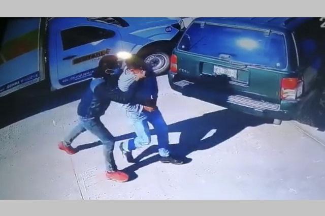 Con violencia roban camioneta con todo y chofer en Caleras