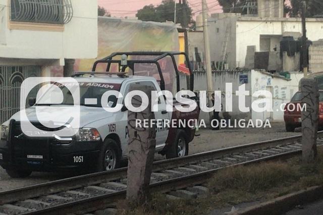 Dejan cadáver de mujer afuera de casa de su padre en Puebla