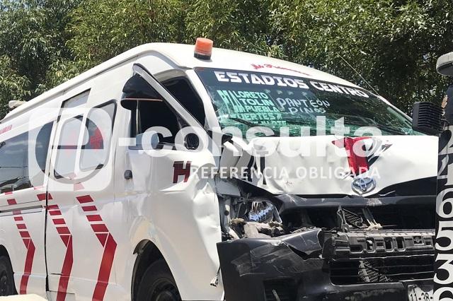 Chocan colectiva y camión gasero en Aparicio; hay 6 heridos