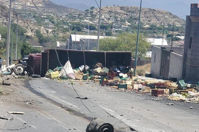 Un muerto y 5 heridos al volcar Torton en Tehuacán