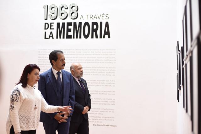 Rector BUAP abre muestra fotográfica 1968 a través de la memoria