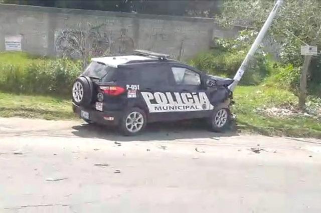 Choca patrulla de la SSPTM contra poste en Bosques de Manzanilla