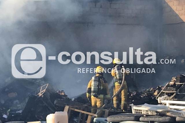 Se incendia bodega y archivo del Hospital del Niño Poblano
