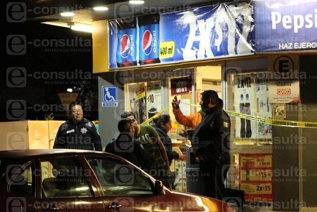 Le niegan venta de cervezas y se las roba, en Loma Bella