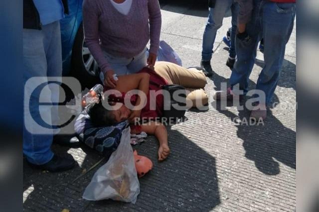 La atropellan frente al mercado Hidalgo y queda sin dientes