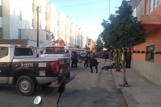 Ejecutan a balazos a motociclista en calles de Texmelucan
