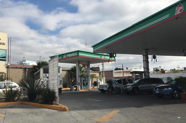 A punta de pistola asaltan gasolinera en La Libertad
