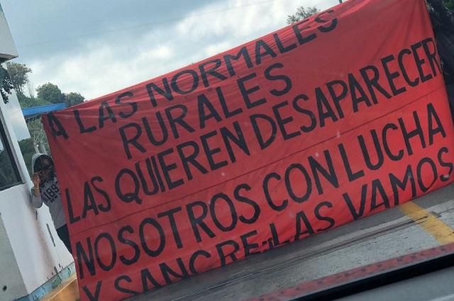 Conflicto con normalistas de Teteles, sigue; toman caseta