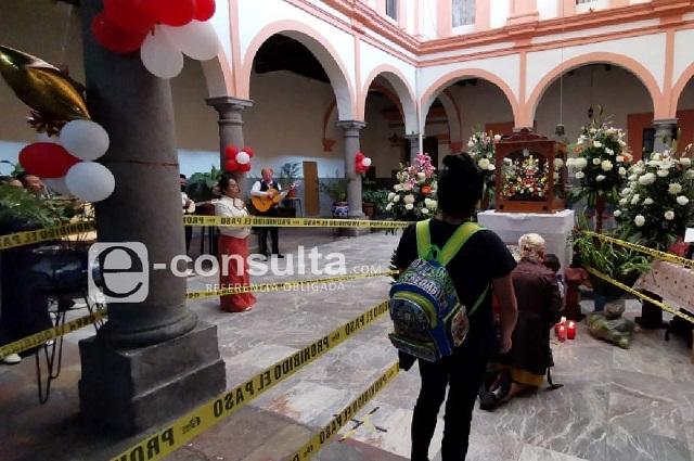 Reabren las iglesias con tibia vigilancia sanitaria en Puebla