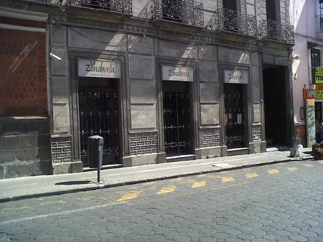 Septuagenario fallece al interior de céntrico restaurante de Puebla