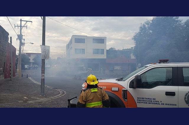 Ruta 33 se incendia cerca del mercado de El Alto
