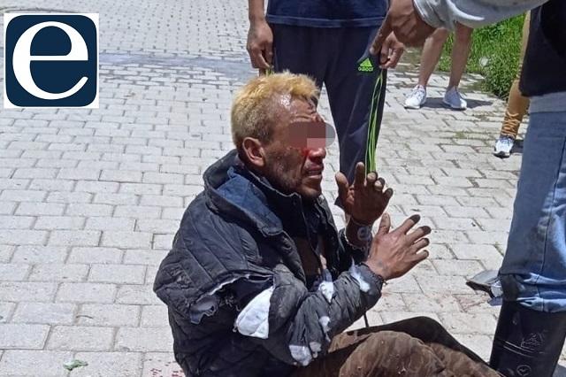 Atan y golpean a asaltante de transeúnte en Amozoc
