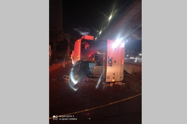 Volcadura de autobús deja decenas de heridos en la México- Puebla