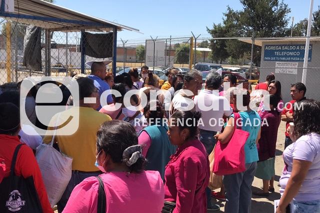 Protestan familias por suspensión de visitas en penal de San Miguel