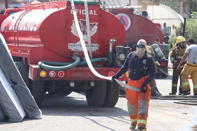 Incendio de bodega en Cholula moviliza a bomberos