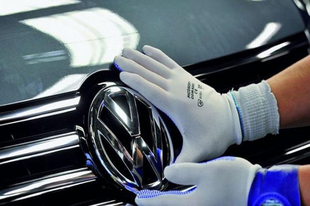 Ofrece VW a obreros sólo 2% de aumento directo al salario