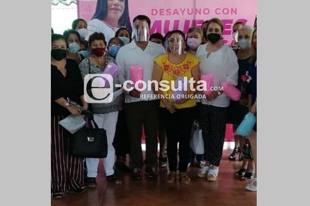 Reaparece en público esposa de exlíder petrolero detenida en Puebla