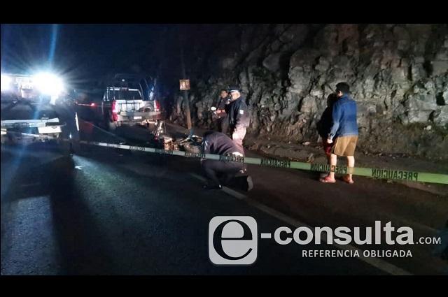 Muere despachador de gasolinera al chocar su moto en Periférico