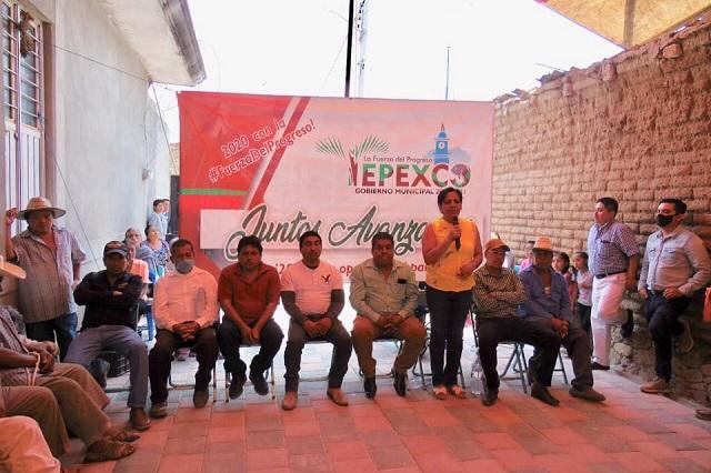 En Tepexco entregan obras sin respetar medidas contra Covid-19