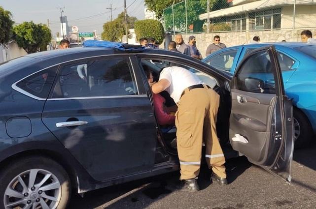 Choca taxi ejecutivo en colonia El Águila; 4 heridos