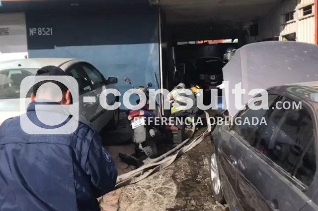Policía se viste de héroe y sofoca incendio en Tres Cruces