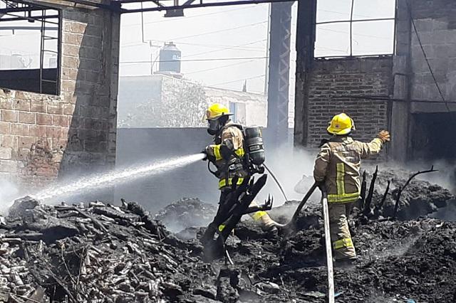 Se incendia bodega de reciclaje en San Jerónimo Caleras