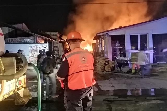 Incendio de maderería en Cholula moviliza bomberos