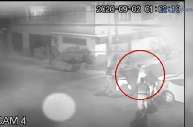Enfermera pide ayuda a policías; la golpean y le roban celular