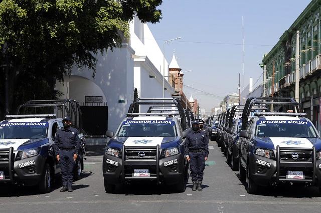 Entrega Barbosa patrullas y chalecos a policías de municipios