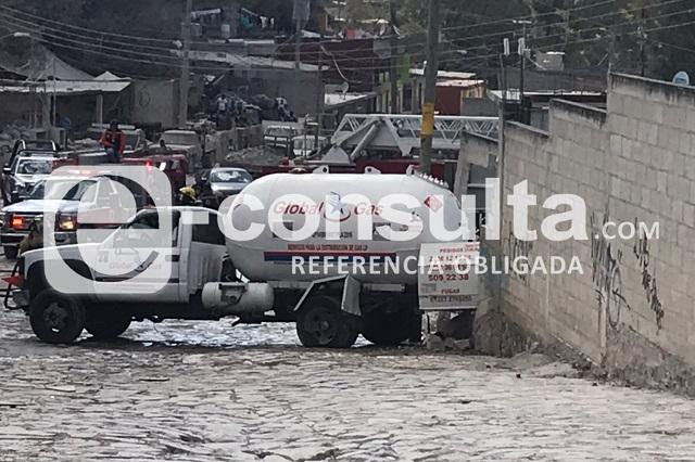 Choque de pipa provoca fuga de gas en Santo Tomás Chautla