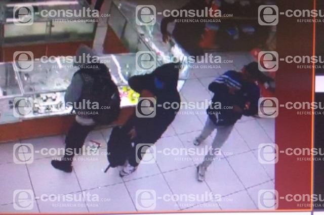 Disfrazados de payasos asaltan Coppel de la 10 Poniente