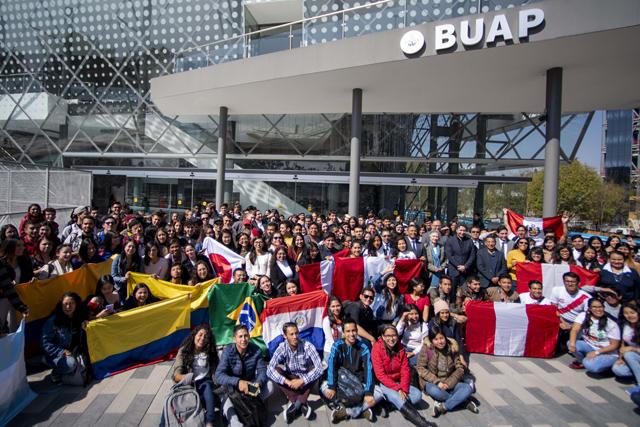 Más de 350 estudiantes eligen a la BUAP para estancias académicas