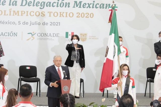 Delegación Mexicana de Tokio fue abanderada por AMLO