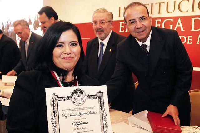 Reconocimiento a juristas poblanos en la organización Día del Abogado
