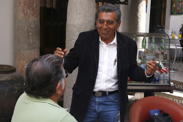 Maestros disidentes se suman a candidatura de Abraham Quiróz